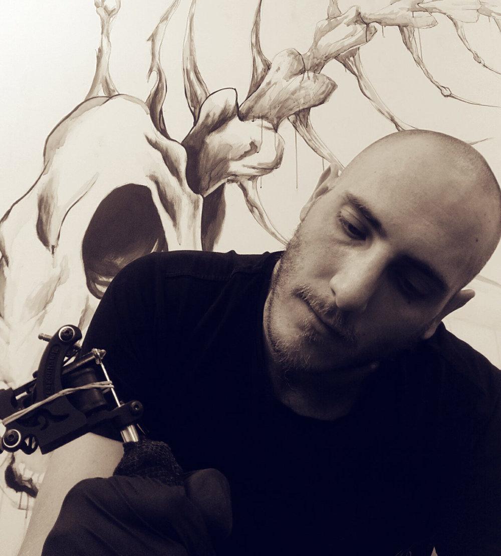 Dale Smith tattoo artist in Noosa.jpg