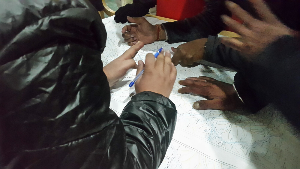 Newly appointed trek leaders decided to work out Plan B for the Chadar route. Everyone wanted to have a say on which route was the best. Nevermind if their hand covers half the map - their voice should be heard.