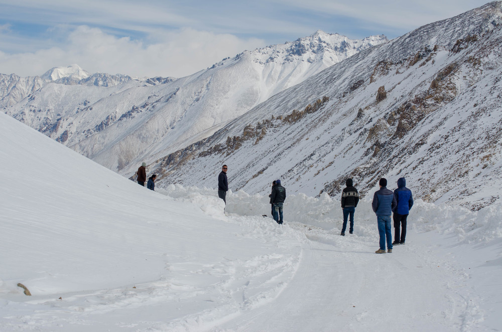 Piles and piles of snow that required a hell lot of people to do some snow shovelling in winter in ladakh. PC: Raunak