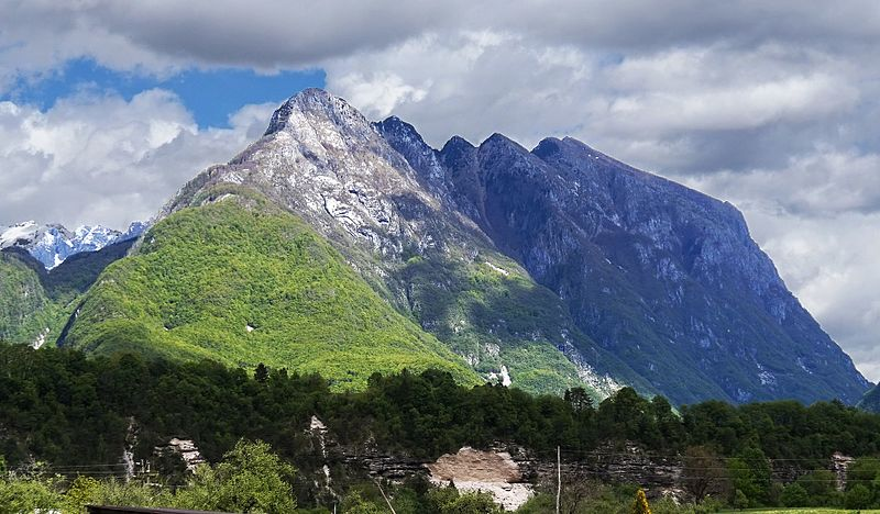 Svinjak in its full glory during summer. Source: Wikimedia commons
