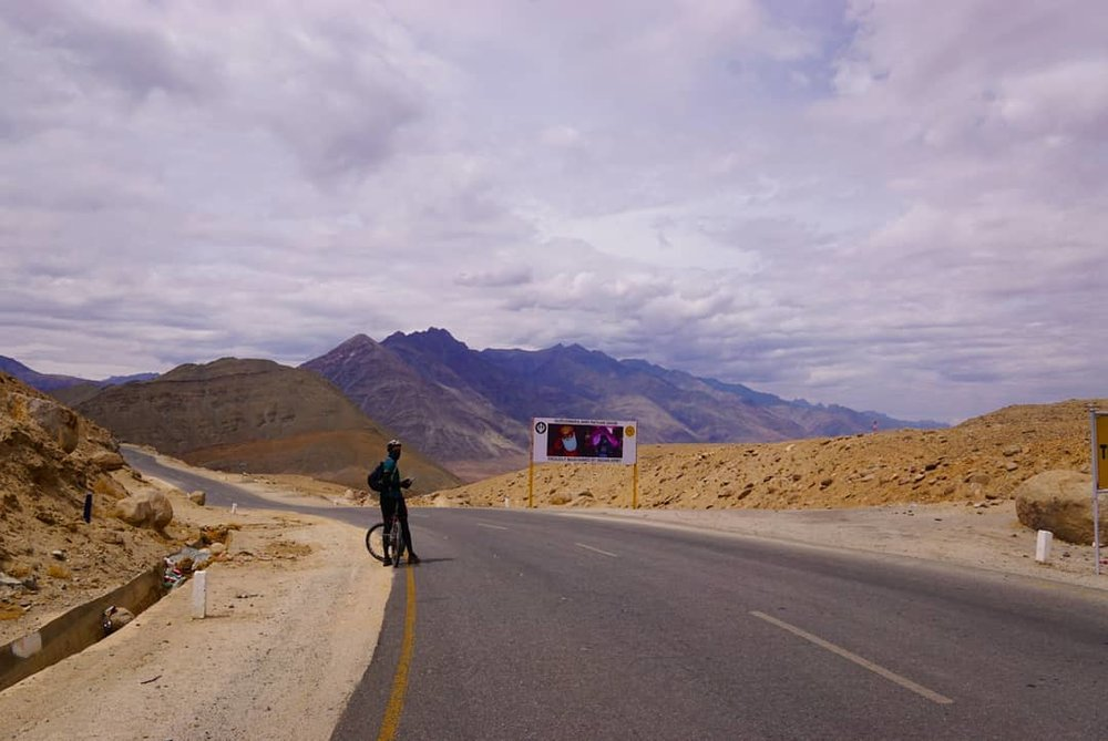 Cycling in India on the leh to srinagar highway