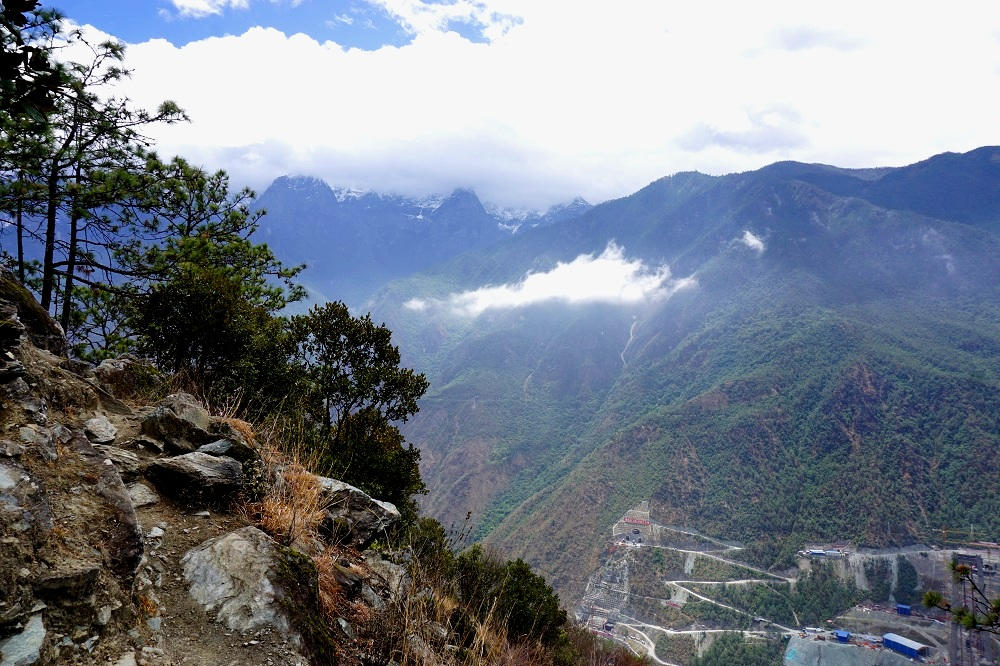 on our way to the 28 bends tiger leaping gorge