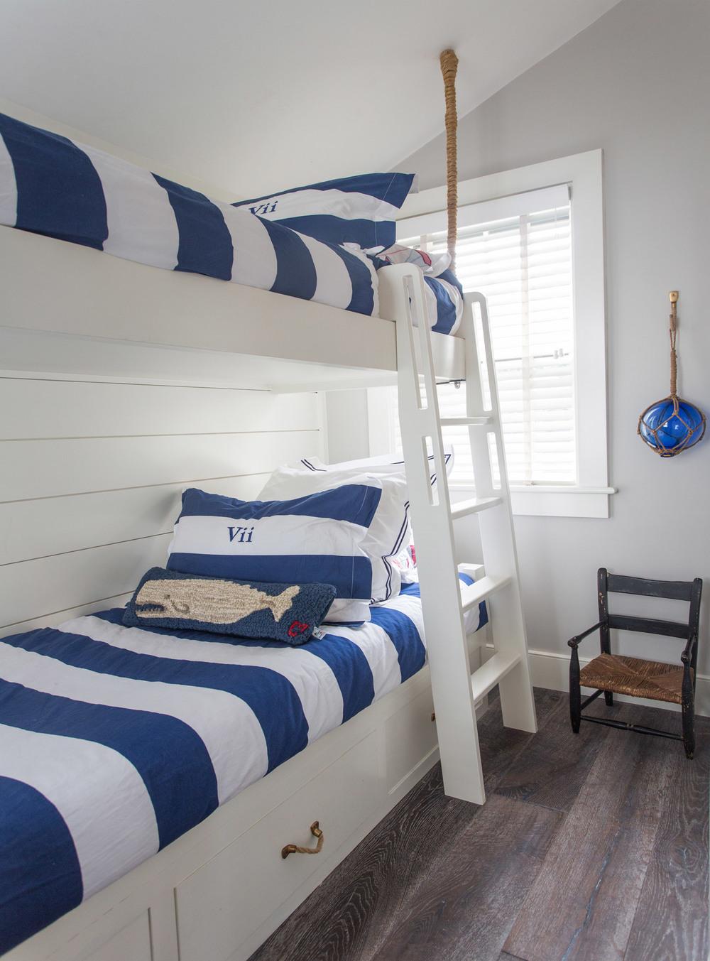 Nantucket-Small-Cottage-Bunkroom.jpg