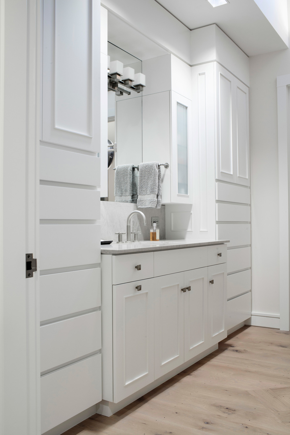 Cottage in the Woods | Master Bathroom | Design Associates Inc.
