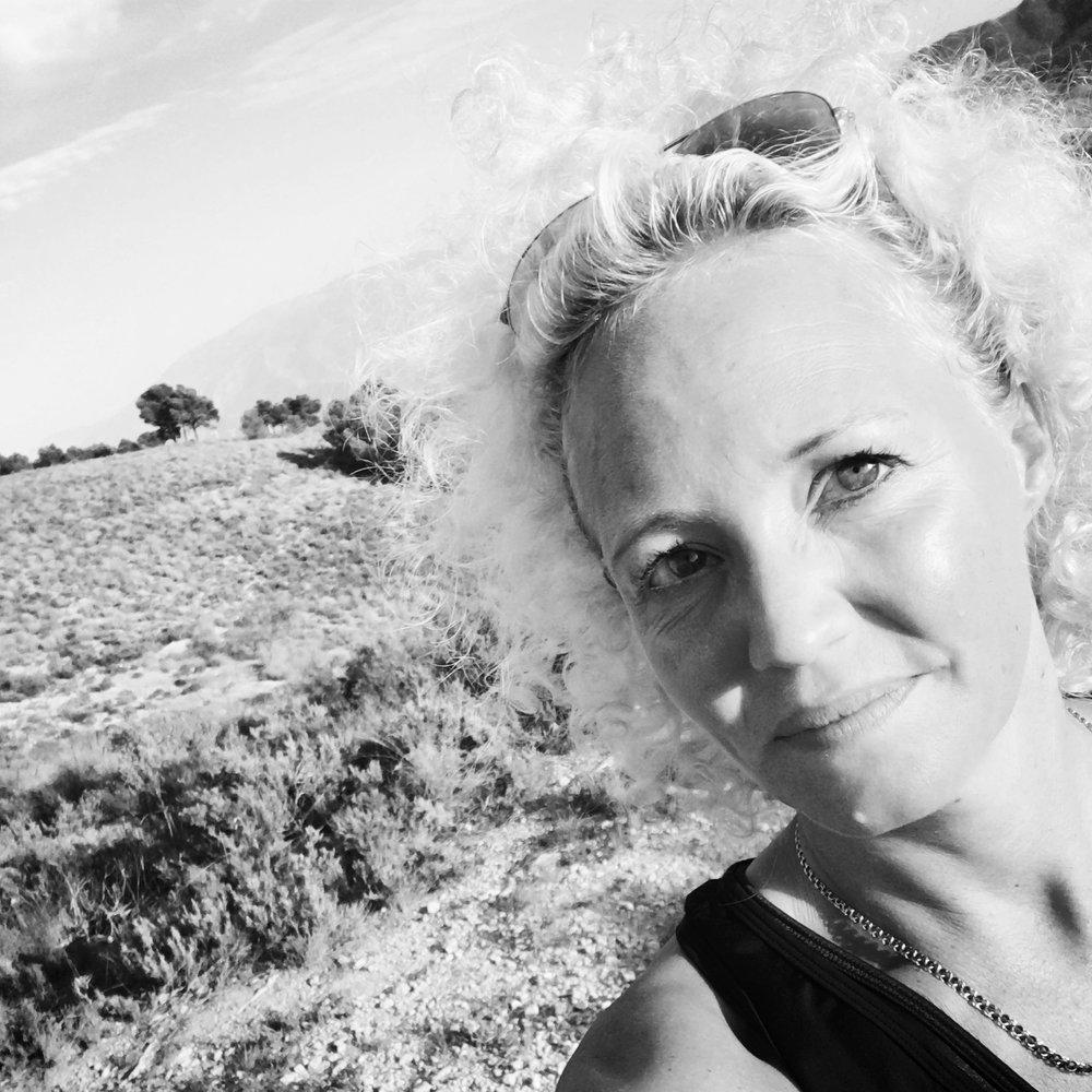 Linda Sterner-Karsäter  FINANCE  Kick-off VIP. Constant smiler. Payer of salaries. Master life juggler. Spunky yogi.  linda.sterner-karsater[at]augur.se