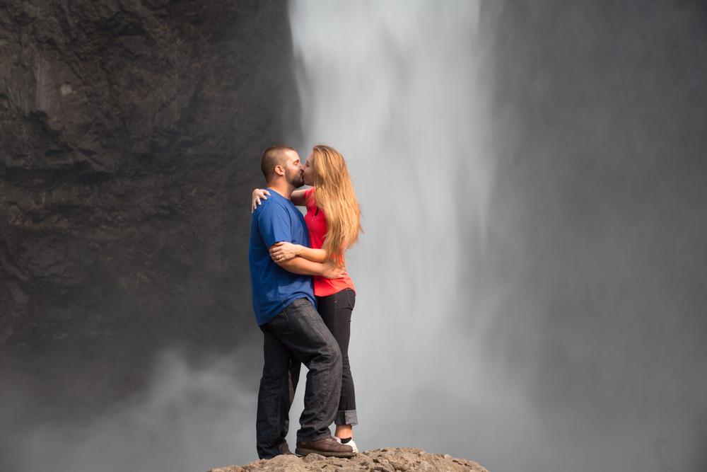 Engagement Photos Snoqualmie Falls Washington 07.jpg
