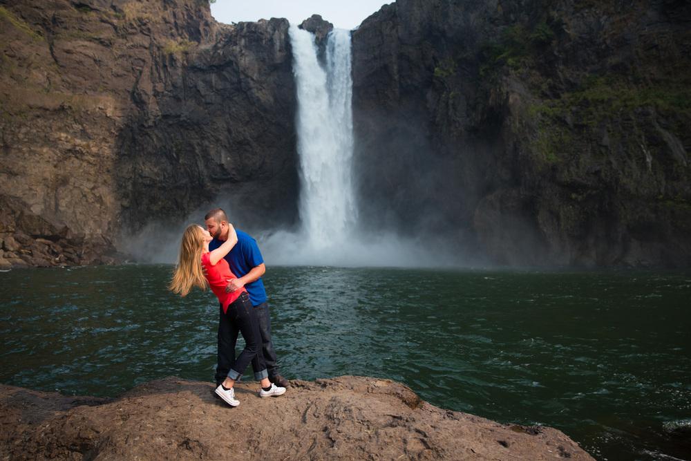 Engagement Photos Snoqualmie Falls Washington 10.jpg