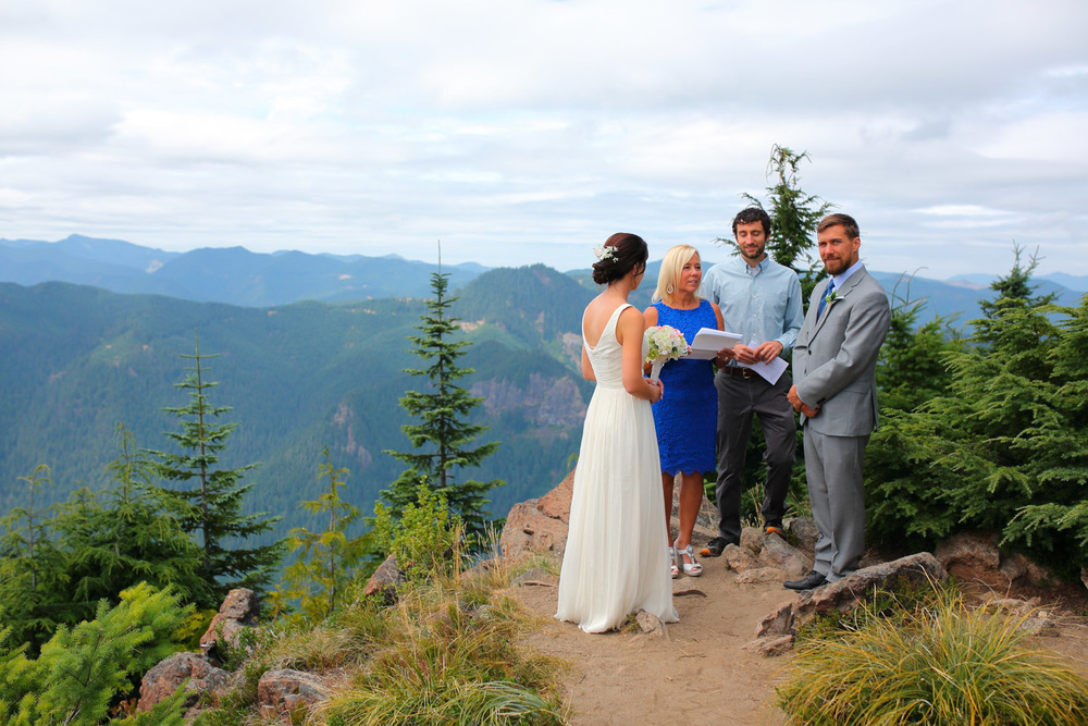 Wedding Photos Mt Rainer Suntop Fire Lookout Washington11.jpg