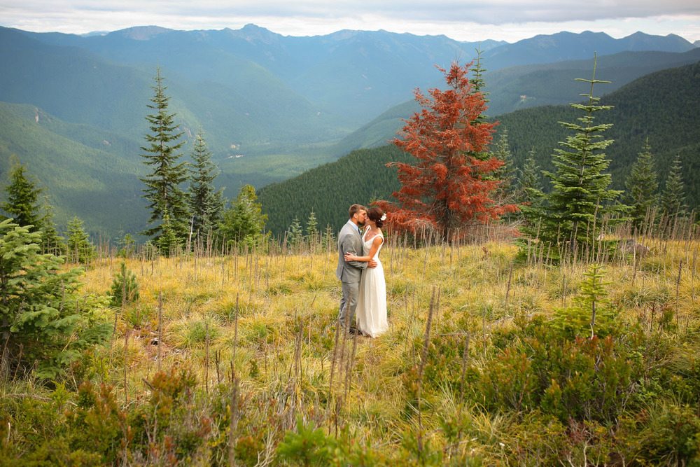 Wedding Photos Mt Rainer Suntop Fire Lookout Washington20.jpg