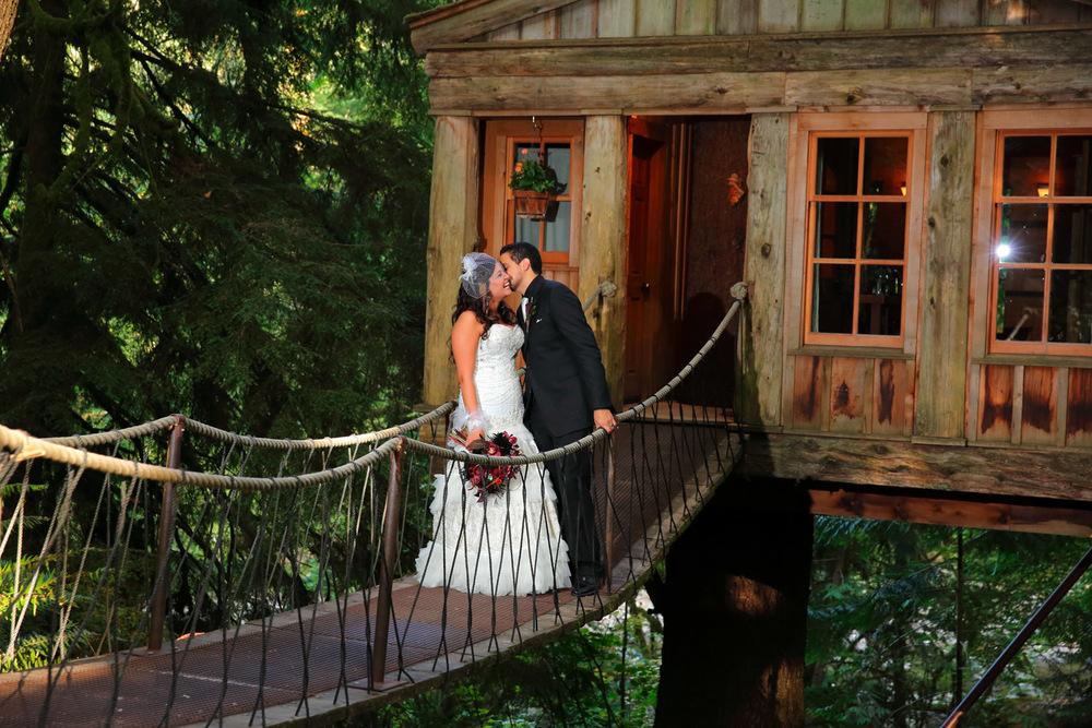 Wedding PhotosTreehouse Point Washington26.jpg