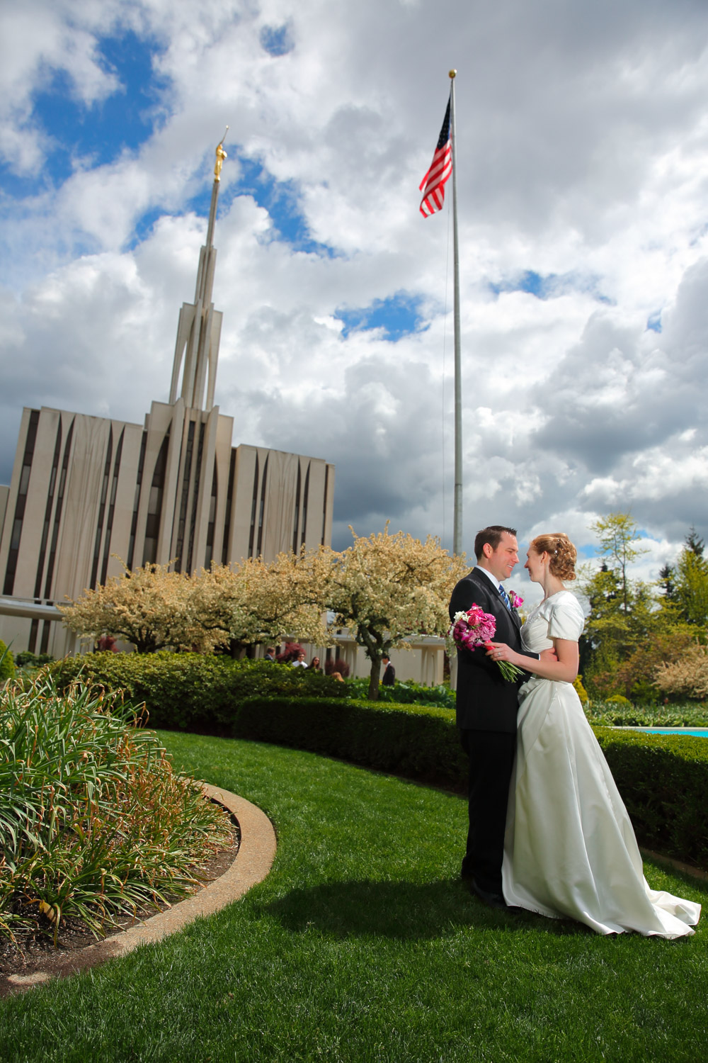 Wedding Photos LDS Temple Bellevue Washington25.jpg