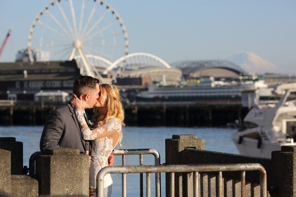 Wedding Photo downtown Seattle Ferris Wheel