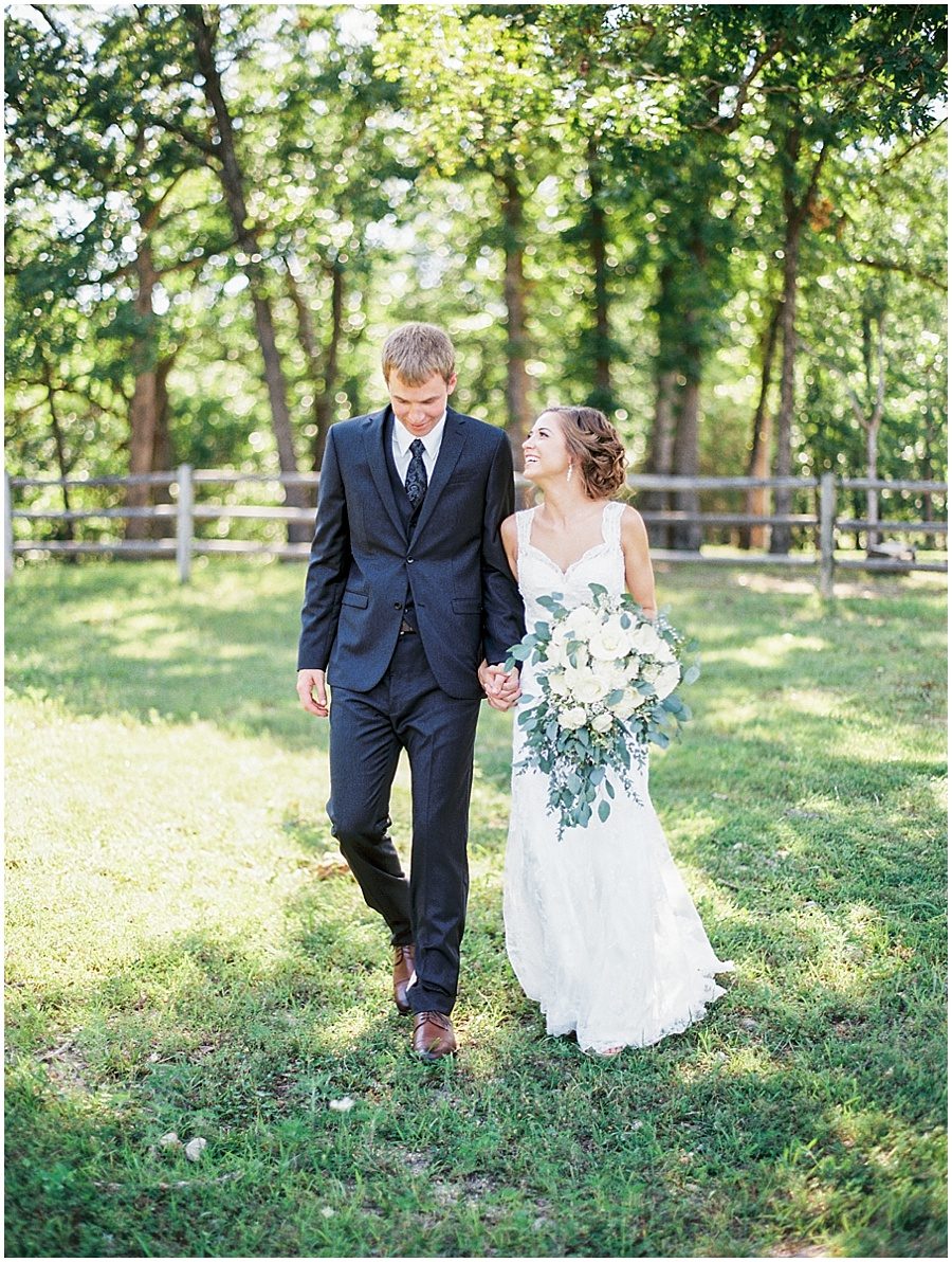 weathered wisdom barn wedding romantic photos