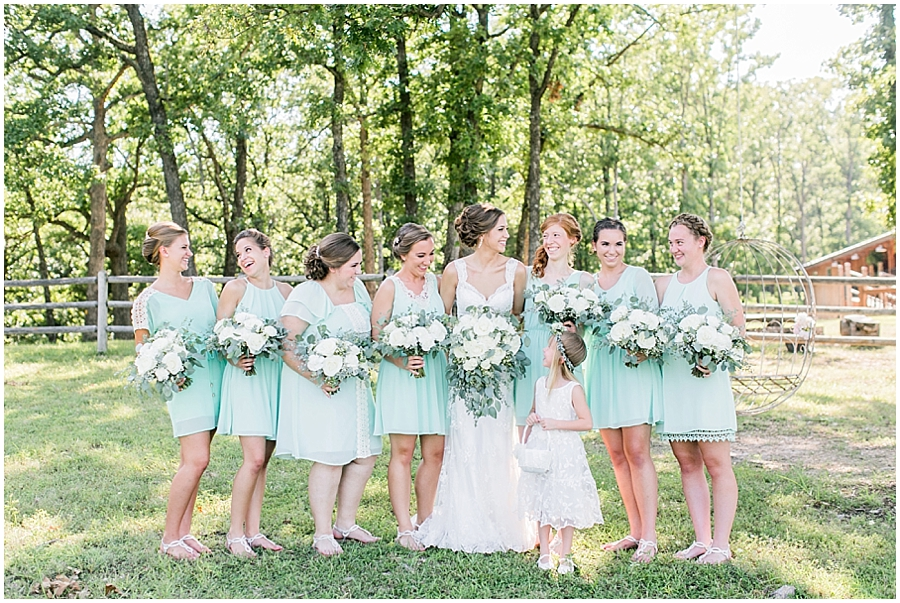 Photo Tips - How to take natural bridesmaid photos