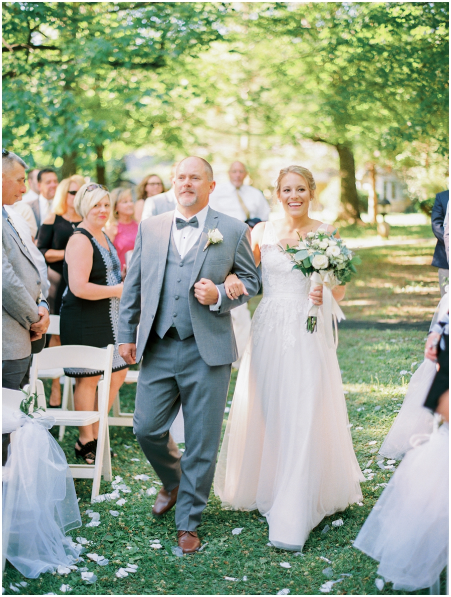Grafton Illinois Outdoor Wedding Photos | Elegant Photography