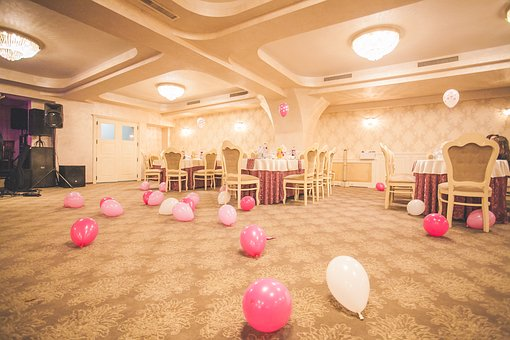 party room - convention hall - balloons on floor