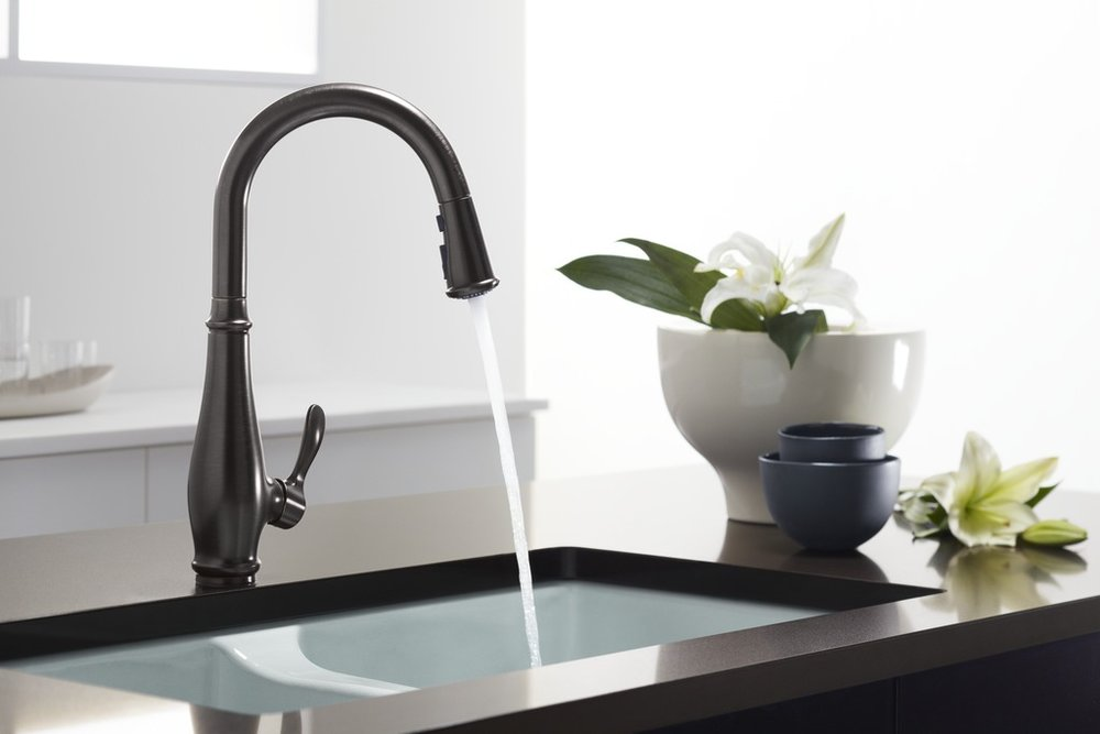 Kitchen Sink Faucet With Water Running