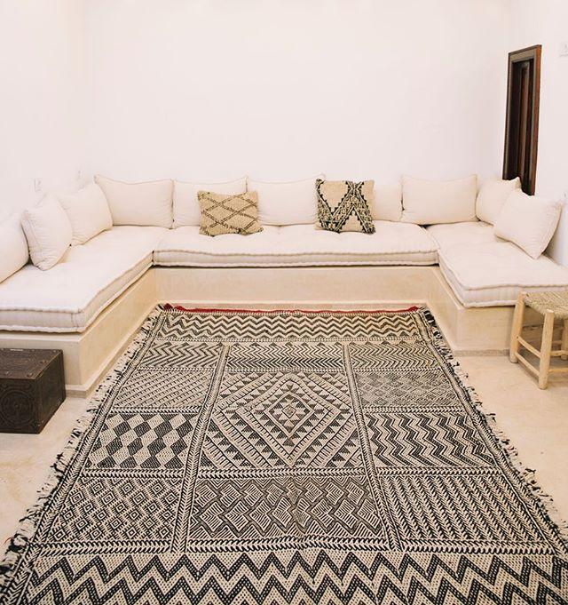 Zanafi Kilim #vintagerug #marrakech #morocco #moroccanrug #lesnomadesdemarrakech #berber #berberwoman #textiles #geometric