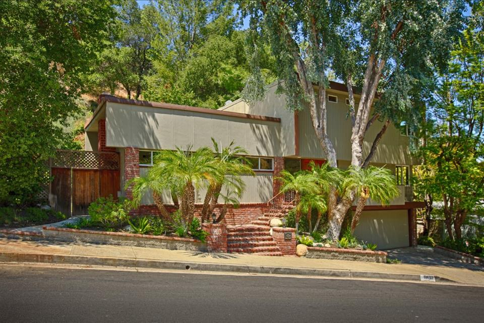 16987 Escalon Dr, Encino    Listed For 999,000 Sold for $1,061,500
