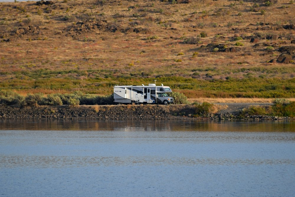 Oregon - camping right on the Columbia River, watching the salmon run
