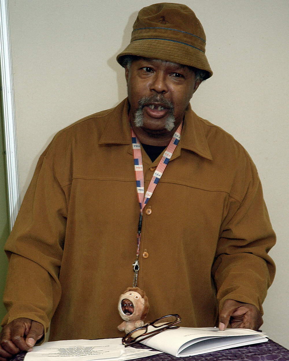 Poet`s Café: Luther Yarman