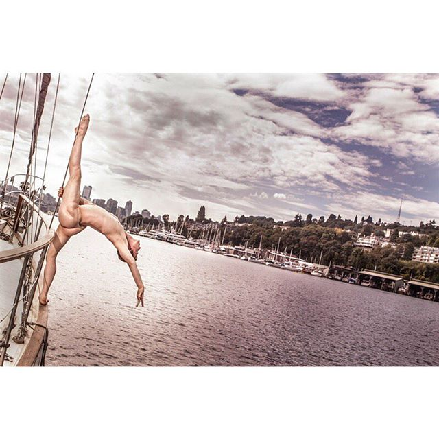 Seattle sunny day vibes! Reminiscing about being on the water for this shoot last summer. This series was used in an advertising campaign for Sugar Plum Spa. ⛵️☀️ #photography #branding #biz #advertising #creativebranding #photographystudio #seattle #pnw #smallbusiness #malemodel #dancer #model #modcarousel #photographer #sunny #sailing #summer #tbt #throwbackthursday #throwback