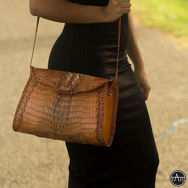 Croco Leather Shoulder handBag Purse Alligator Embossed. #alligatorleather #leatherbag #crocodileleather #tatt #tatttalk