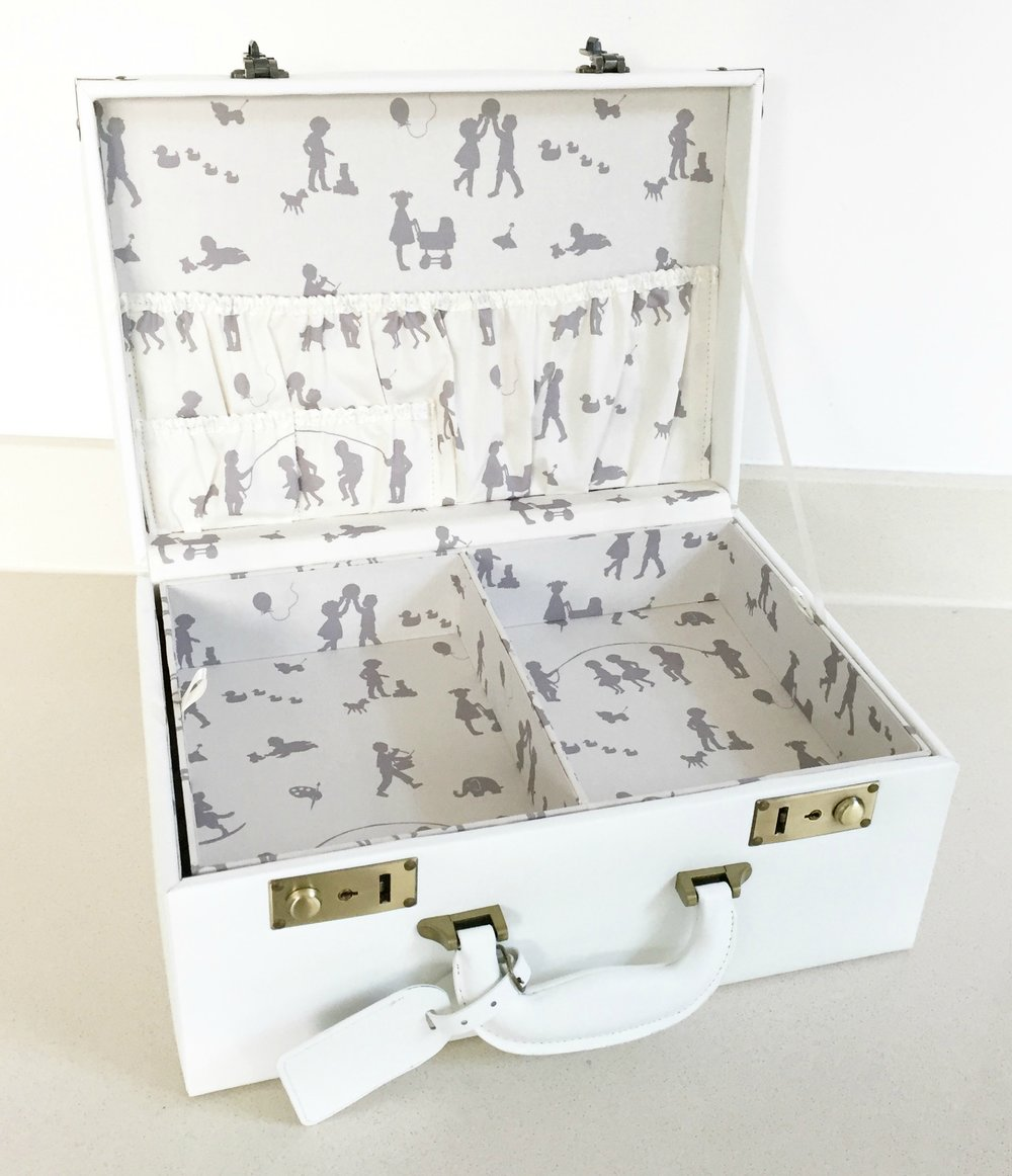 meminio-Small-Memory-Case-in-Cream-open-£120-www.meminio.com_.jpg