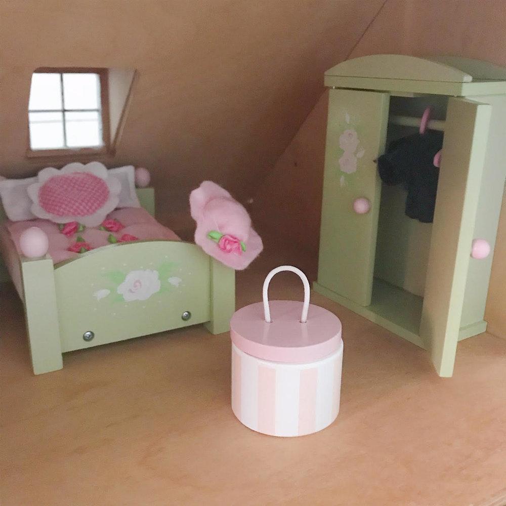 Dollhouse 5.jpg
