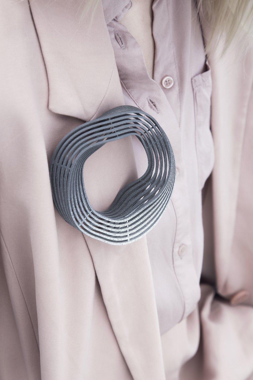 big grey brooch close up1.jpg
