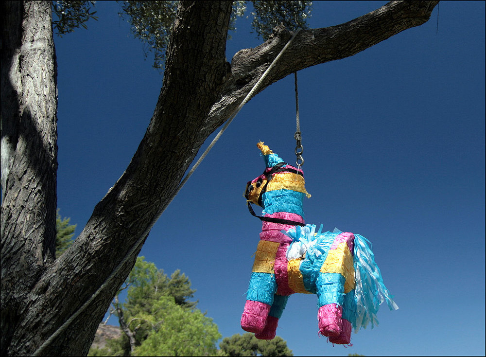 Source: https://upload.wikimedia.org/wikipedia/commons/thumb/3/37/Piñata_in_San_Diego.jpg/1280px-Piñata_in_San_Diego.jpg