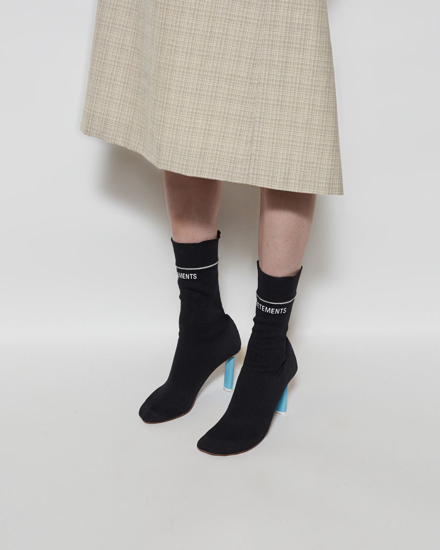 Last year, French couture brand Vetements launches their first sock boot. Even priced as high as $1520, it was sold out everywhere when it first come out. Lots of celebrities and bloggers become their fan.