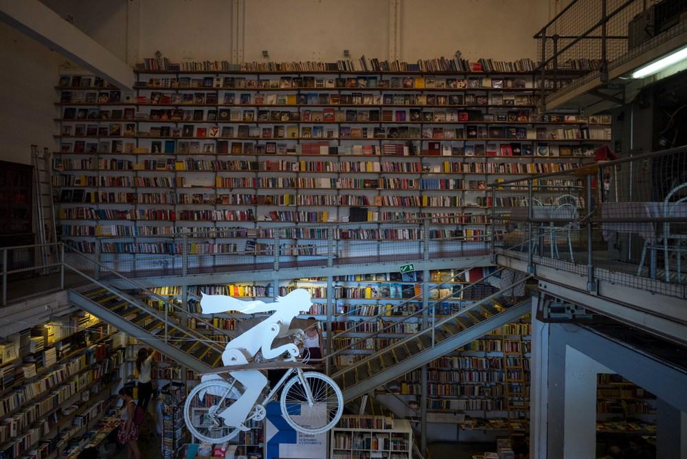 L1008190_sRGB_12_Relative_Bookstore.jpg