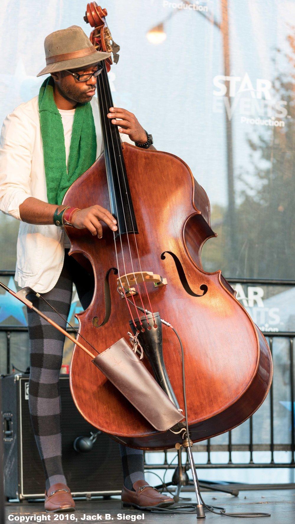 Junius Paul on Bass with Dee Alexander