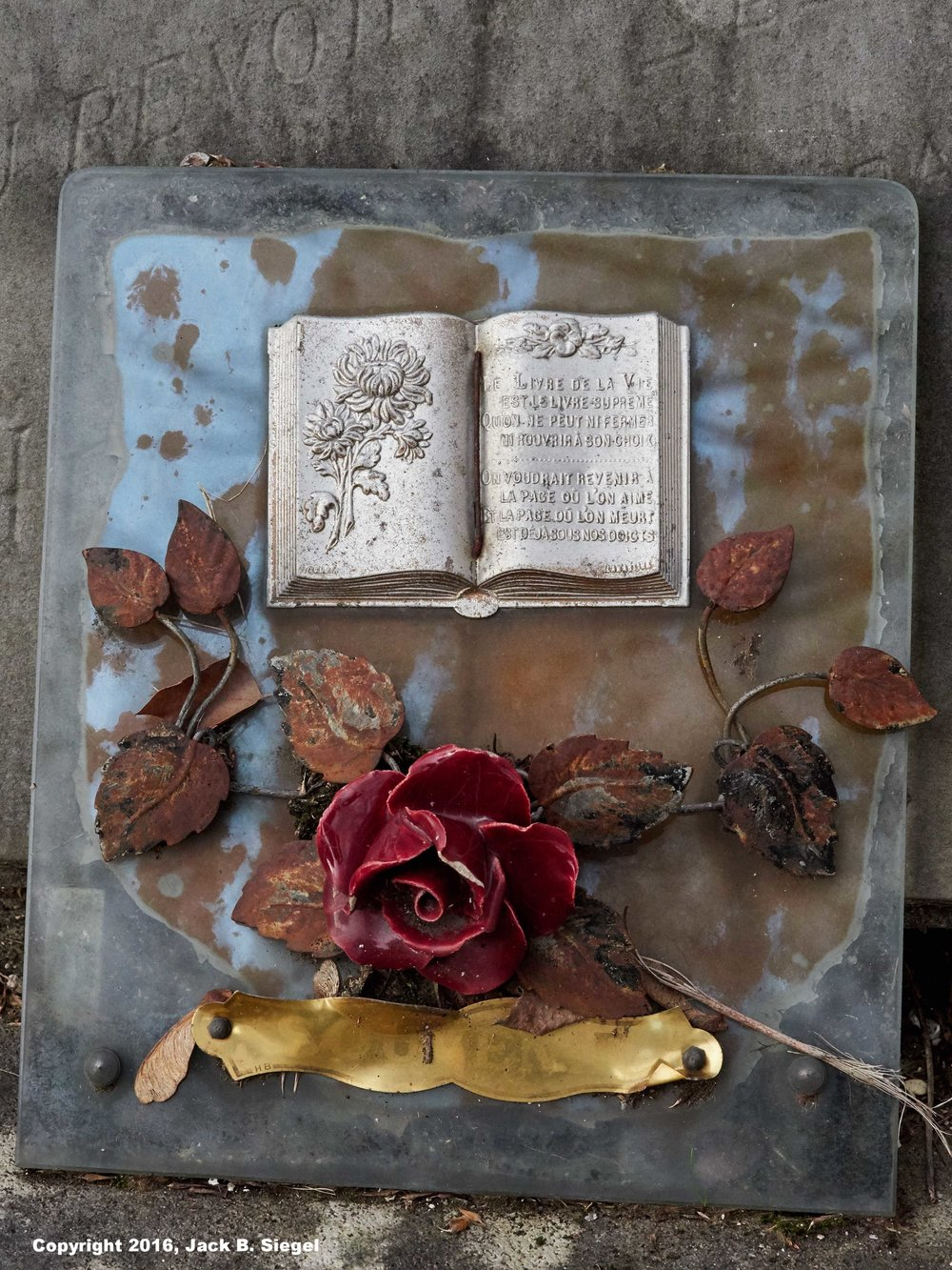 PC200089_sRGB_03_Relative_Grave and Roses.jpg