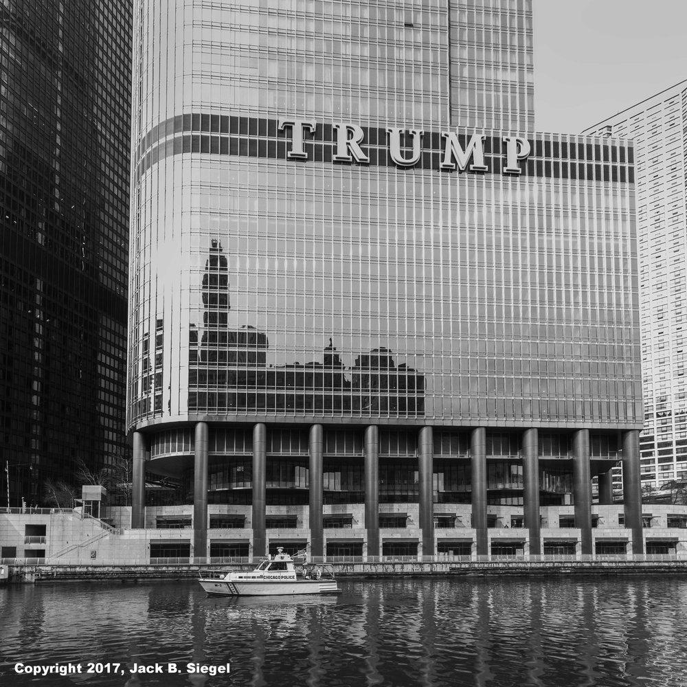 L1000577_sRGB_04_Relative_Chicago Police Boat.jpg