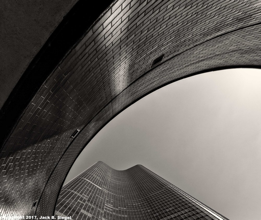 L1000769_sRGB_04_Relative_The Tower Through the Oval.jpg
