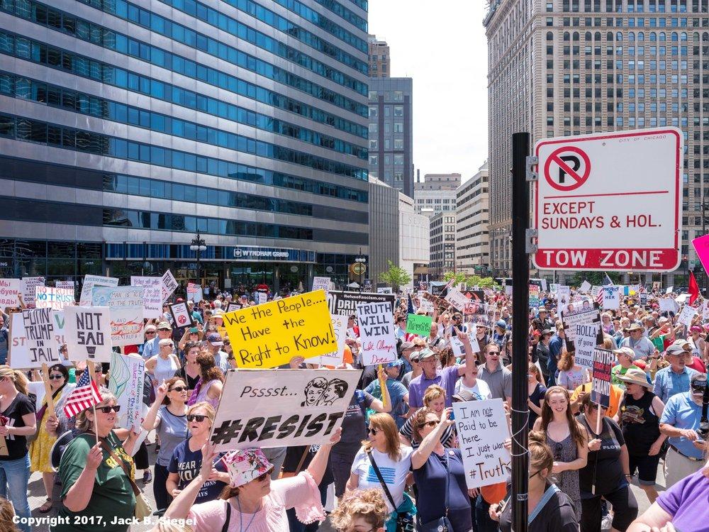_DSF7936_Copyright_sRGB_Relative_Crowd on Wacker Facing Trump Tower.jpg