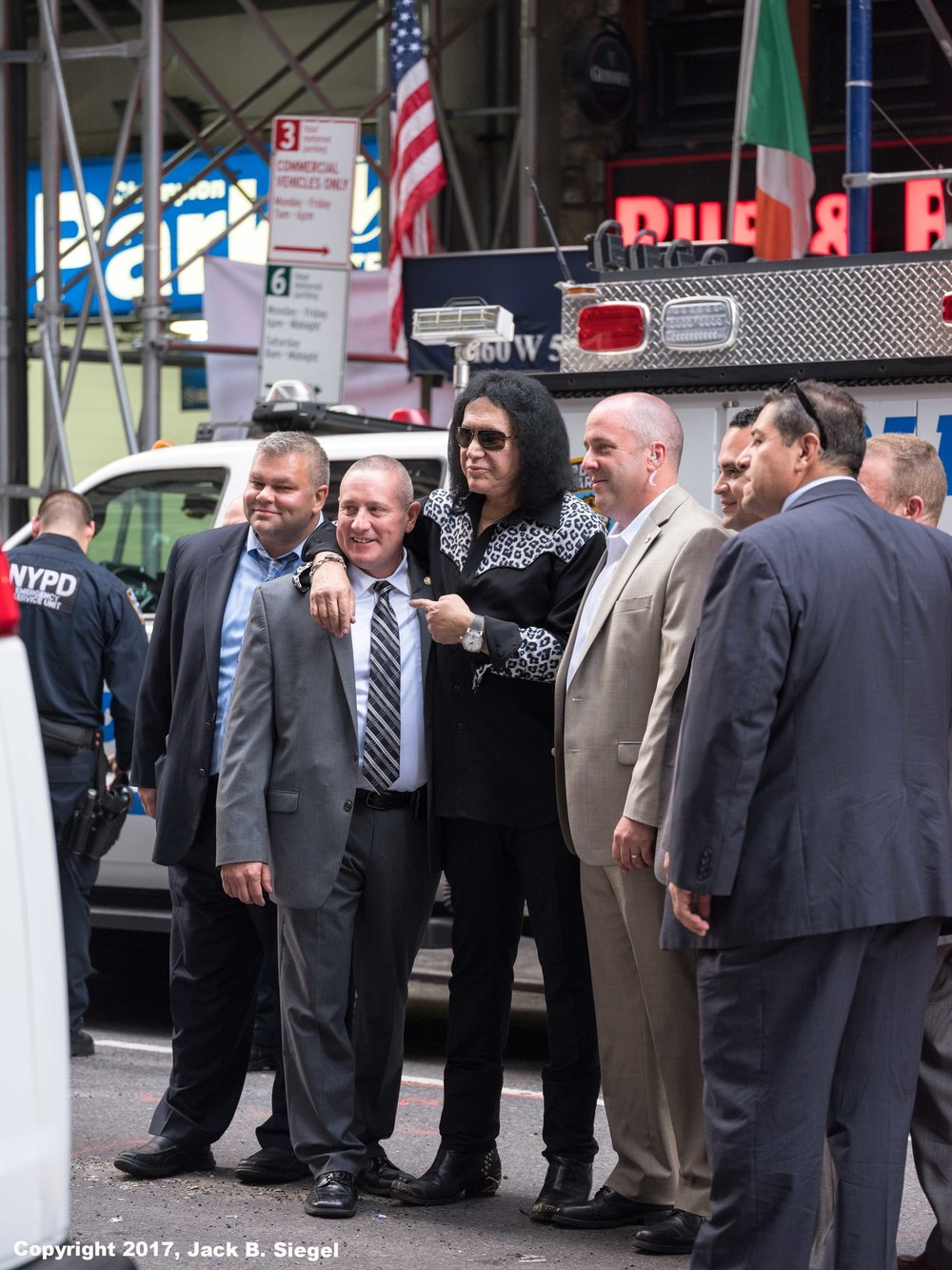 _DSF0536_Copyright_sRGB_Relative_Gene Simmons with Group.jpg