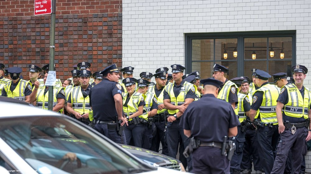 _DSF1144_Copyright_sRGB_Relative_Group of Police.jpg