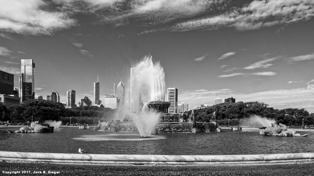 _DSF2121_Copyright_sRGB__Relative_Buckingham Fountain_North.jpg