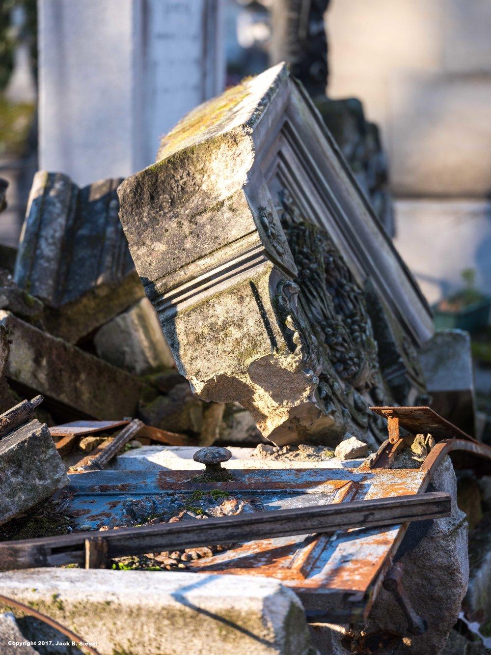 _DSF5462_Copyright_sRGB_Relative_Cemetery Decay.jpg