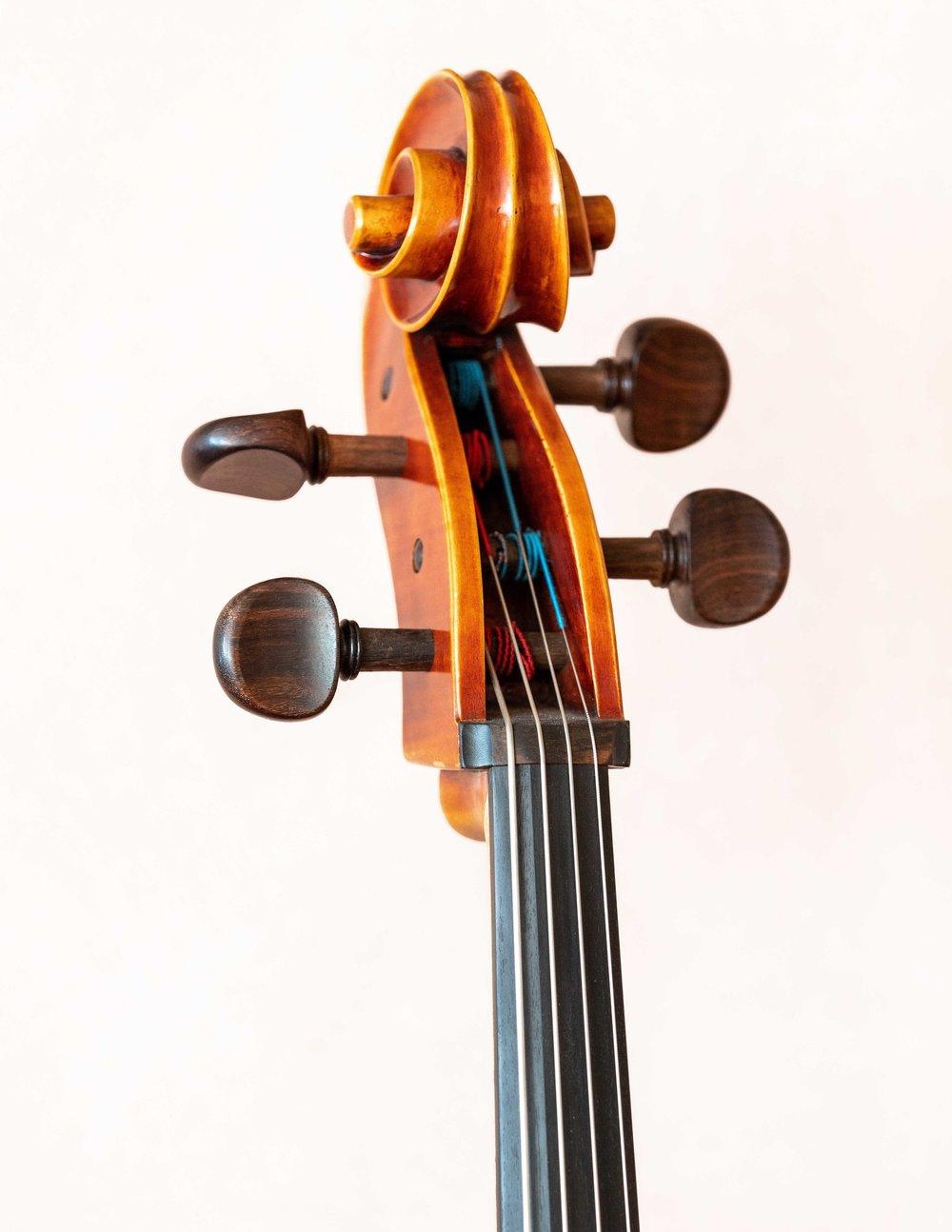 _DS20728_Copyright_sRGB_Relative_Single Finished Violin.jpg