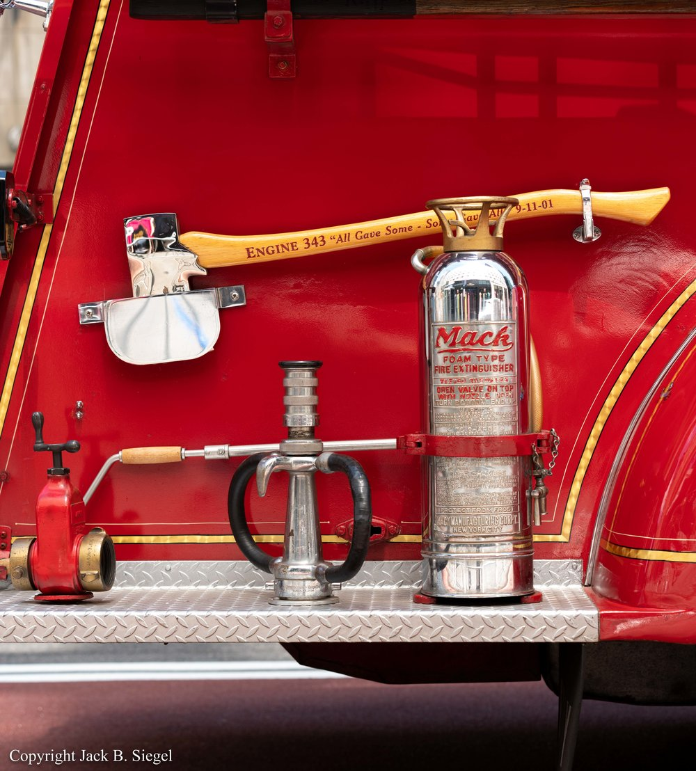 _DS23388_Copyright_%22Mack Foam Type Fire Extinguisher%22.jpg