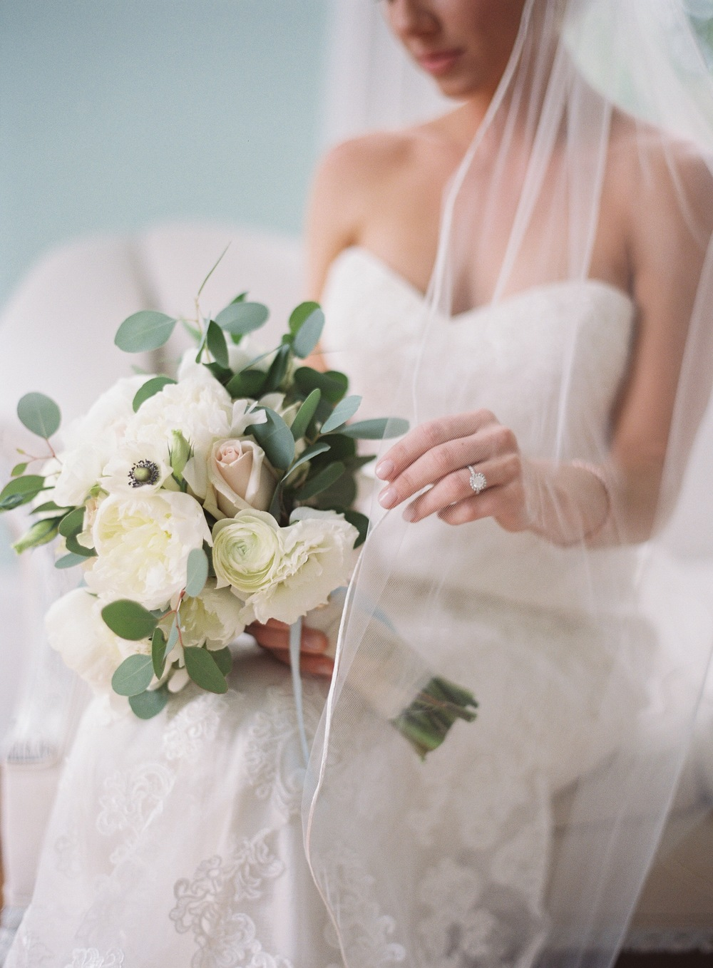 05. Indoor Bridal photo with Bouquet.jpeg