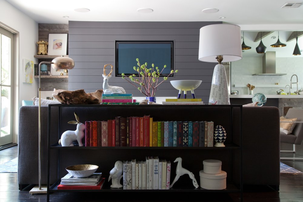 A good example of using a hard shade floor lamp with a soft shade table lamp.