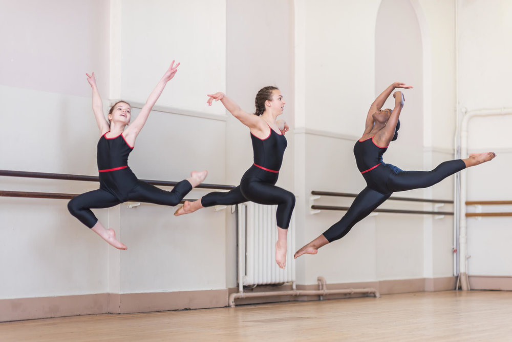 leap-in-the-air-modern-dance-girls-class-rnsd-rutleigh-norris-school-of-dance.jpg