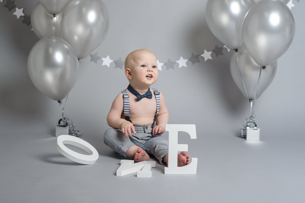Grey and white star bunting with balloons