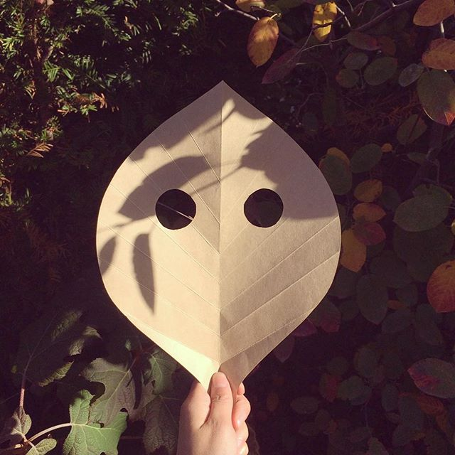 leaf mask - for aki workshop @boycott_books  #nihongopost #autumncrafts #artsandcrafts #kidsworkshop #amsterdam #boycottbooks #leafmask #leafcraft #papercraft