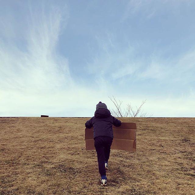 初すべり🛷🍃 - #土手すべり #冬 #ダンボール #土手 #外遊び #winteroutdoorfun #cardboardsled #tokyo #winter #tokyokids